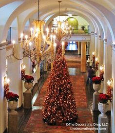 Christmas Decorations Vinoy Grand Hall | TheDecoratingDiva.com