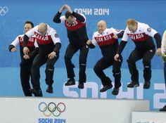 Jogadores da equipe de curling do Canadá comemoram medalha de ouro. Foto: Laszlo Balogh/Reuters