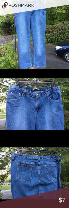 Lee Riders Slimming Denim Blue Jeans Women's 18W Lee Riders Denim Blue Jeans instantly slims you and are size 18W. Jeans have belt loops, rivets, 5 pockets and closes with a button and zipper. Gems are frayed; especially left one. Made in Mexico of 86% cotton 12% polyester 2% spandex. Inside panel helps the slimming. Lee Jeans Boot Cut