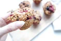 Gesunde Clean Eating Rezepte: Beeren Quark Muffins.