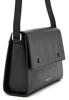TIGER OF SWEDEN Mauti Lether Bag 050 Black - Bubbleroom