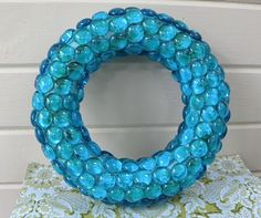 Marble wreath - could easily do it in red or green for Christmas