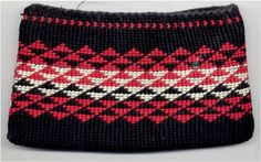Made by me 1985 - one of my favourite patterns, aonui, aronui or nihoniho depending Maori Patterns, Knitting Patterns, Flax Weaving, Maori Designs, Maori Art, Tapestry Crochet, Creative Inspiration, Pattern Design, Coin Purse
