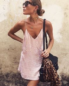 There are so many different ways to wear slip dresses that make for really easy and cute outfits. From day to night, these are the best slip dress outfits to try! Sexy Dresses, Short Beach Dresses, Casual Dresses, Backless Dresses, Sleeveless Dresses, Fall Dresses, Long Dresses, Party Dresses, Evening Dresses