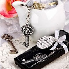 """A practical and fun antique key design key chain favors is the perfect gift for a vintage vibe.Each measures 1 x """" x with chain)Key shaped charm, with intricate swirled design and glistening clear rhinestone accent Creative Wedding Favors, Candle Wedding Favors, Personalized Wedding Favors, Antique Keys, Antique Silver, Bling Wedding, Dream Wedding, Dream Party, Elegant Wedding"""