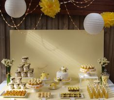 Temas para festa de menina - Just Real Moms Party Co, Bee Party, Party Time, Party World, Desert Table, Adult Birthday Party, Birthday Ideas, Bee Theme, Dessert Buffet
