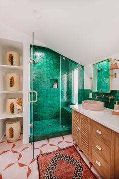 Prepare Your Retinas—This Striking Master Bathroom Makeover Is Eye-Popping - Green is fresh, and I& predicting this bright hue to be the 2020 Pantone Color of the Year. Small Bathroom, Master Bathroom, Trends, Bathroom Interior Design, Home Remodeling, Decoration, Home Decor, Green Tiles, Bright Green