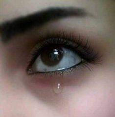 Eye Sad Photography Ideas For 2019 Crying Eyes, Tears In Eyes, Crying Girl, Sad Eyes, Cool Eyes, Cute Girl Poses, Cute Girl Photo, Beautiful Girl Image, Girl Photo Poses