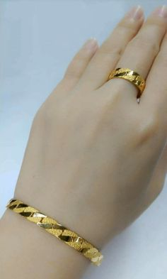 Latest gold bracelet and ring designs - Simple Craft Ideas Gold Chain Design, Gold Bangles Design, Gold Earrings Designs, Gold Jewellery Design, Designer Jewellery, Gold Jewelry Simple, Gold Rings Jewelry, Bridal Jewelry, 24k Gold Ring