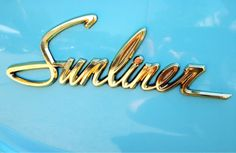 Chromeography - photos of emblems, badges, logos on cars & other objects Vintage Lettering, Lettering Design, Hand Lettering, Car Badges, Car Logos, Auto Logos, Vintage Type, Vintage Cars, 3d Typography
