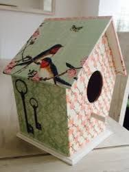 Resultado de imagen para casas de pajaritos decoupage Decorative Bird Houses, Bird Houses Painted, Window Frame Art, Birdhouse Designs, Do It Yourself Crafts, Paper Houses, Tole Painting, Pink Christmas, Old Toys