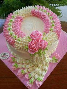 Pretty in pink - AmigurumiHouse Cake Decorating Designs, Cool Cake Designs, Cake Decorating Videos, Cake Decorating Techniques, Cake Icing, Buttercream Cake, Eat Cake, Cupcake Cakes, Chocolate Birthday Cake Decoration