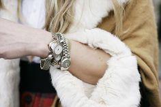 Những yếu tố giúp bạn chọn được chiếc đồng hồ nữ ưng ý nhất  Xem thêm: Cách chọn đồng hồ thời trang nữ giá rẻ http://donghothoitrangnudep.blogspot.com/ nhất.  Cách mua đồng hồ dây da nam cao cấp http://donghonamdaydare.blogspot.com/ nhất thế giới.  Những chiếc đồng hồ casio nam dây da http://donghocasionamgiare.blogspot.com/ đẳng cấp nhất.