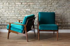 Blue-green chairs against gray brick wall and brown wood Retro Armchair, Green Armchair, Blue Velvet Chairs, Green Chairs, Comfy Reading Chair, Teal Chair, Wood Arm Chair, Teal Walls, Cool Chairs