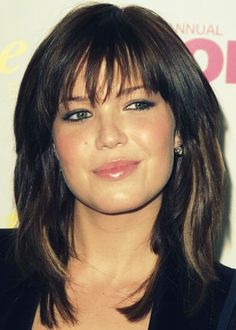 25. Mandy Moore Hairstyle for round faces: Shaggy medium bob Actress Mandy Moore rocks the girl-next-door look with a shaggy medium bob. We love the different textures, layers, and highlights in her hair that all work together to produce a coherent and stylish look. This is a lovely, simple look for summer that's easy to maintain.