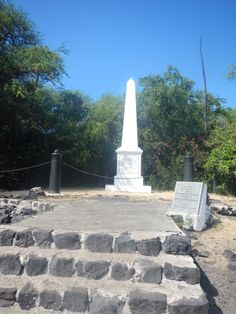 Though I've lived within walking distance of Kona Boys' headquarters in Kealakekua's high-elevation coffee country for almost a year, it was only recently, prompted by visiting family, that I popped in and signed up for its Morning Magic tour to the Captain Cook Monument. I'm so glad I did.
