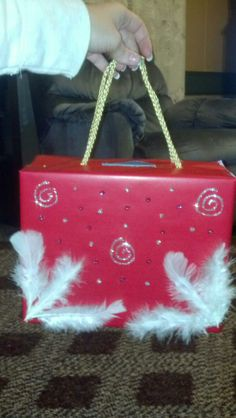 "Valentines Day Box - ""Purse"" Valentine Day Boxes, Valentines Day Treats, Valentines Day Party, Valentines For Kids, Valentine Ideas, Valentine Day Crafts, Crafts For Kids, Arts And Crafts, Paper Crafts"