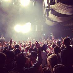 Put your hands up! #luxdelux