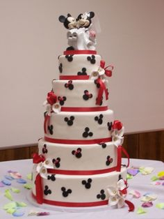 Photo of a black white red square wedding cake mickey   Pinterest ...