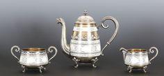 Gustav GAUDERNACK (1865-1914) Kaffeservise bestående av kanne, sukkerkopp og fløtemugge, 925s og emalje.
