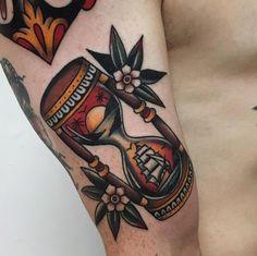 Sunset & Ship Hourglass by @matthew_houston in Vancouver British Columbia. #sun #sunset #hourglass #ship #matthewhouston #vancouver #britishcolumbia #canada #tattoo #tattoos #tattoosnob