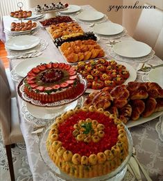 Yemek masası Best Cooker, Good Food, Yummy Food, Food Decoration, Gorgeous Cakes, Arabic Food, Iftar, Food Presentation, Food Design