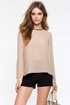 Блуза Размеры: S, M, L Цвет: кофе с молоком/хаки, винный/бордо, белый Цена: 1149 руб.     #одежда #женщинам #блузы #коопт
