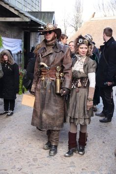 Love the steampunk coat!