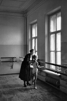 Bolshoi Ballet School Moscow 1958 Photo: Cornell Capa