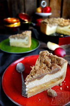 This apple cheesecake is a dream! Perfect for those who can not decide between apple pie, cheesecake and crumble cake. This apple cheesecake is a dream! Perfect for those who can not decide between apple pie, cheesecake and crumble cake. Apple Cheesecake, Cheesecake Recipes, Cupcake Recipes, Pie Recipes, Food Cakes, Cakes Originales, Cheese Cake Receita, Cinnamon Crumble, Cinnamon Rolls