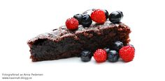 Chocolate cake with blueberries and wild strawberries Wild Strawberries, Blueberries, Chocolate Cake, Strawberry, Desserts, Food, Chicolate Cake, Tailgate Desserts, Berry