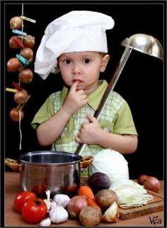 Душистый, пряный и наваристый суп харчо прочно завоевывает сердца едоков, а за рецептом его приготовления вовсе не нужно ехать в Грузию… Захотелось… супчика. Чтобы наваристого, остренького в мер…