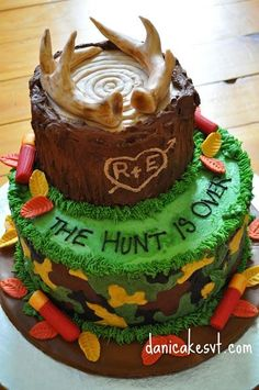 It doesn't get much more rustic or country or hunting themed than this! Use your imagination and creativity to suit your theme.  This would be a great Groom's Cake, too!