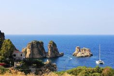 I Faraglioni di Scopello (Castellamare del golfo) in Sicilia sono stati in questi ultimi anni meta di troupe televisive e cinematografiche. - (Sicily, Italy)  #yummysicily #nature