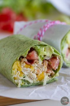 California Club Chicken Wrap – Taste and Tell Shredded chicken, mango, avocado and bacon are the stars in this easy California Club Chicken Wrap that is perfect for a weeknight. Healthy Lunch Wraps, Healthy Eating, Clean Eating, Chicken Wraps, Chicken Club, Salat Wraps, California Chicken, Shredded Chicken Recipes, Chicken Wrap Recipes