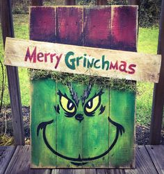 DIY Outdoor Christmas Decorations - Grinch Porch Sign - DIY Cuteness - Winter, Christmas, and a New Year Grinch Christmas Decorations, Grinch Christmas Party, Christmas Yard Art, Pallet Christmas, Christmas Signs, Christmas Projects, Grinch Party, Winter Christmas, Poster Design