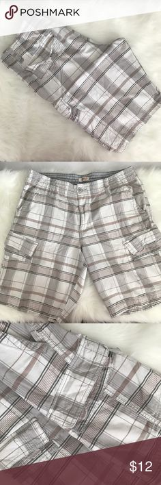 "Men's Cargo Shorts Pre-owned men's cargo shorts.                                             Size: 38 Color: multi color plaid Brand: Route 66  Materials: 100 % cotton                                              Design: Cargo Shorts                                             Pockets in total: 2 Back 2 front 2 sides    Measurements (approximate)   Length: Outseam: 22 1/2""                                          Length Inseam: 11…"