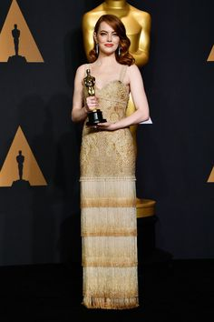 Emma Stone Photos - Actress Emma Stone, winner of Best Actress for 'La La Land' poses in the press room during the Annual Academy Awards at Hollywood & Highland Center on February 2017 in Hollywood, California. Emma Stone Oscars, Robes D'oscar, Oscar 2017, Actress Emma Stone, Oscar Fashion, Oscar Dresses, Vogue, Red Carpet Looks, Red Carpet Dresses