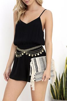 With the Amuse Society Sunset Cream Fringe Clutch in hand, and the ocean reflected in your sunnies, you're sure to be the cutest beach-goer! Woven cream and black fabric (with a touch of silver and gold threading) shapes a cute rectangular clutch with knotted fringe at the sides. Unzip the pewter zipper to reveal a cream, fabric-lined interior with handy zipper pocket.