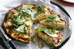 Omleta cu sparanghel, ton si ceapa verde este o reteta sanatoasa, care va fi gata in doar 15-20 de minute. Salmon Burgers, Ethnic Recipes, Food, Green, Essen, Meals, Yemek, Eten