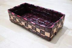 ruutupunontaa - kahvipussien kierrätystä Korn, Decorative Boxes, Basket, Home Decor, Wicker, Palmas, Hampers, Decoration Home, Room Decor