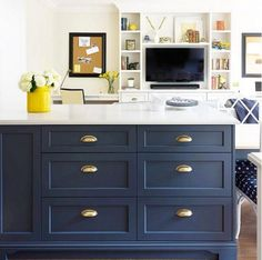 New kitchen blue cabinets hale navy Ideas Navy Blue Kitchen, Two Tone Kitchen Cabinets, Kitchen Marble, Blue Kitchens, Blue Kitchen Cabinets, Kitchen Island Table, Trendy Kitchen, Kitchen Renovation, Kitchen Cabinets Makeover
