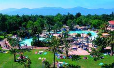 Genießen Sie die Vorzüge der traumhaften Urlaubsregion Languedoc-Roussillon auf dem Camping Village Camping Spa Mar I Sol. Ausgiebiges Sonnenbaden am breiten Sandstrand und eine erfrischende Brise, die für eine angenehme Abkühlung sort, machen den Reiz dieses Urlaubsortes aus.