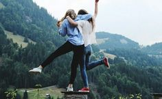 There's no one like your BFF! Check out these BFF pictures & bestie poses ideas Bff Pics, Photos Bff, Bff Pictures, Best Friend Pictures, Friend Photos, Best Friend Fotos, Shooting Photo Amis, Photographie Portrait Inspiration, Best Friend Photography