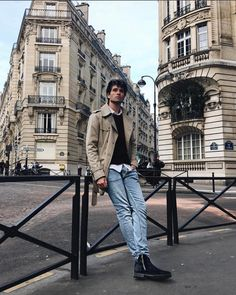Mens Photoshoot Poses, Travel Pose, Foto Casual, Photography Poses For Men, Mens Fashion Blog, Male Poses, Man Photo, Streetwear, Instagram
