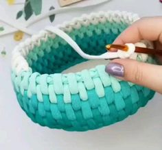 Crochet Bag Tutorials, Crochet Basics, Fun Diy Crafts, Crafts To Make, Love Crochet, Diy Crochet, Crochet Basket Pattern, Crochet Patterns, Knitting Projects