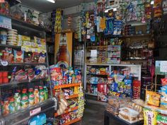 During Peru's pandemic induced lockdown, traditional corner grocery stores are making a comeback! Grocery Items, Grocery Store, Store Layout, Small Corner, Shop Interiors, Comebacks, The Neighbourhood, Traditional, Marketing