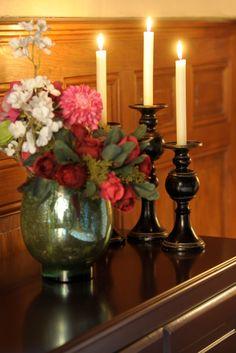 Vase Fougère et bougeoirs Balustre sur le buffet deux portes Domaine