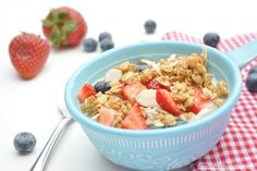 Cold Summer Oatmeal cup old fashioned oats cup vanilla coconut milk sliced strawberries blueberries 2 Tbs granola dash of cinnamon What's For Breakfast, Breakfast Recipes, My Favorite Food, Favorite Recipes, Oatmeal Recipes, Have Time, Summer Recipes, Love Food, Food And Drink