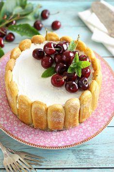 Juditka konyhája: ~ CSERESZNYÉS RICOTTÁS CHARLOTTE ~ Izu, Ricotta, Cake Decorating, Cheesecake, Charlotte, Food, Cheesecakes, Essen, Meals